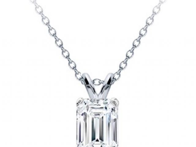 Diamond solitaire necklace, tiffanyDiamond solitaire necklace, tiffany, halo pattern